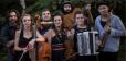 Abrindo o programa o grupo Cau Laru – banda viajante e multicultural