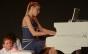 Pianista Juliana D'Agostini se apresenta com coro de 30 crianças de projeto social de SP