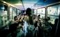 Companhia teatral discute o consumismo a bordo de um ônibus