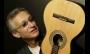Renato Anesi apresenta arranjos para violão tenor no Auditório Ibirapuera