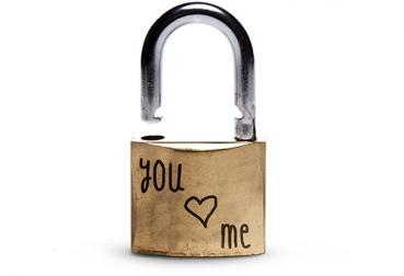 Projeto ajuda ex-apaixonados a se livrarem dos 'cadeados do amor' foto