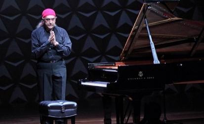 Egberto Gismonti se apresenta em SP, neste domingo, em recital solo ao piano e violão