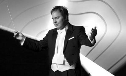 Jovem maestro Marcelo Lehninger rege Osusp no concerto de encerramento na Sala São Paulo