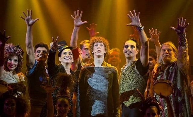 2507 - cirley musical pippin