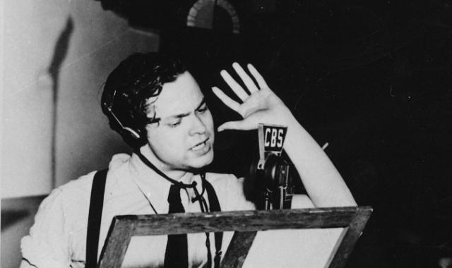 Transmissão de Orson Welles mostra o poder do rádio na sociedade